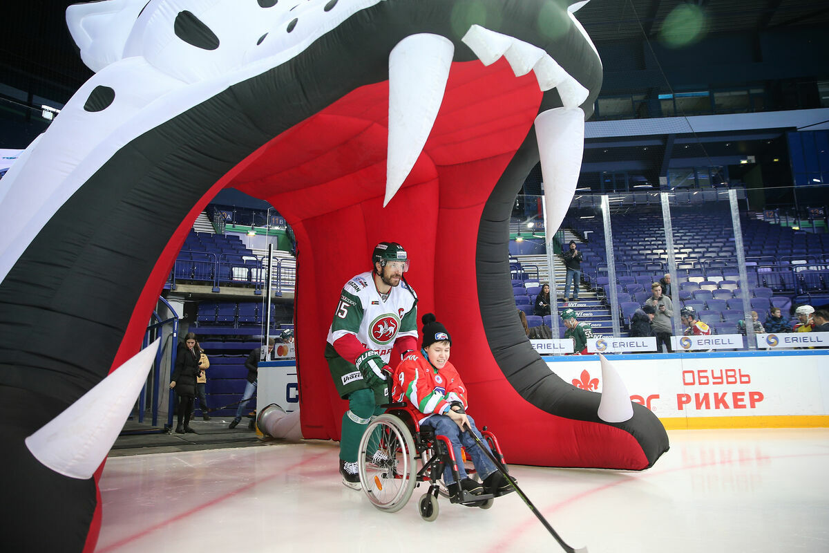 Игроки «Ак Барса» провели матч для детей с ограниченными возможностями. 17.02.2019